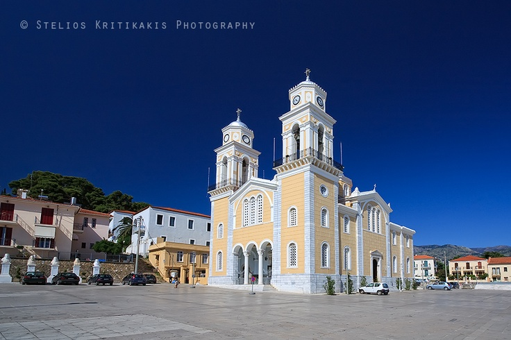 The brightly colored Greek Orthodox church of Ipapanti in #Kalamata #Greece