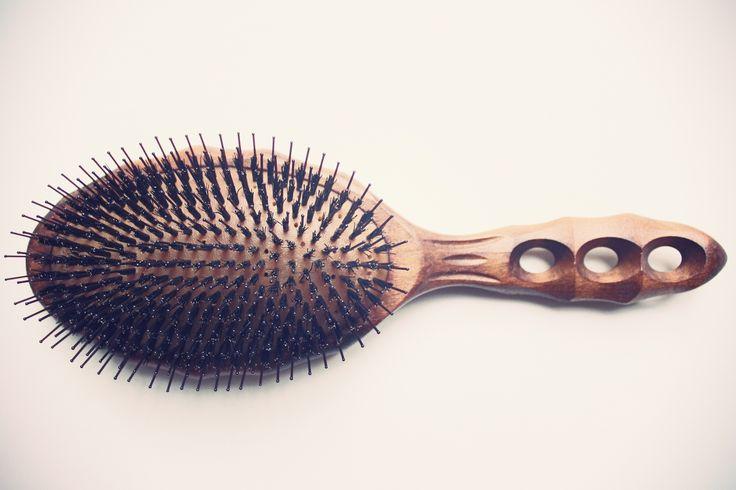 Sélection de l'officine universelle Buly des meilleures brosses à cheveux du monde.