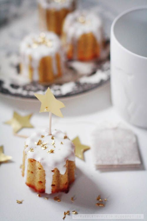 love the gold stars on these german orange cupcakes