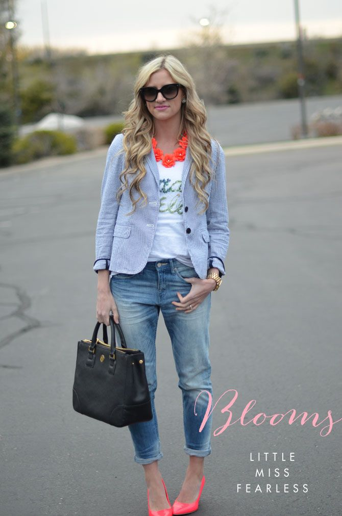 chambray blazer. favorite white tee. skinny cropped denim. black handbag. pink flats.