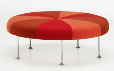 Vitra Colour Wheel Ottoman in #rood. Rode ronde #design #hocker van #Vitra.