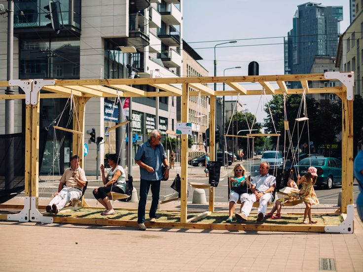 GDD 2014 / 30+ / Our swing installation in a public space / fot. 3citizens