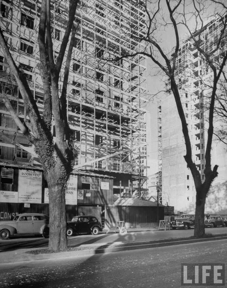 Avenida São Luiz in 1947, photographed by Dmitri Kessel for Life magazine.