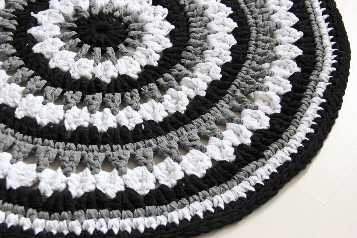 Virkattu matto 90cm (ontelokude harmaa/musta/valkoinen)