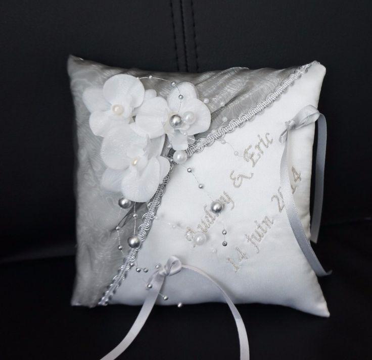 lafeecouturiere - Coussin d'alliances orchidée et perles , mariage argenté