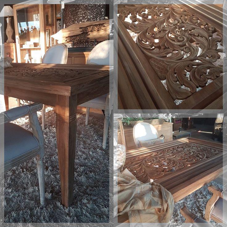 Hay muebles que hablan por sí mismos y esta mesa tallada en madera reciclada es uno de ellos... www.vanadela.com