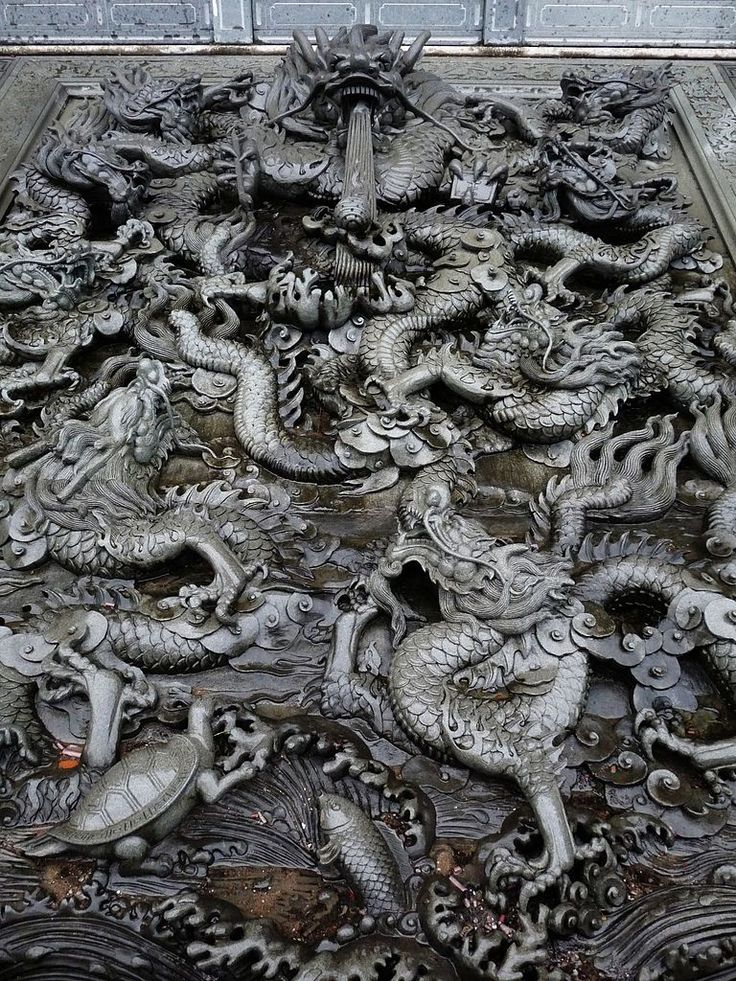 Stone carving of Chinese dragons at a temple in Fuzhou, China