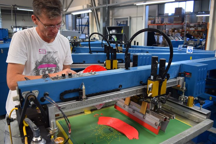 We use only #ecofriendly #inks to #screenprint your t-shirts! @mrcompanies @pantone http://bit.ly/17MYQjb