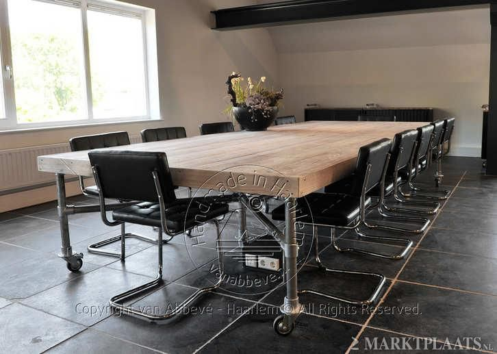 See more conference tables built with industrial pipe http://www.simplifiedbuilding.com/blog/category/tables/ #keeklamp #industrialpipe #conferencetable