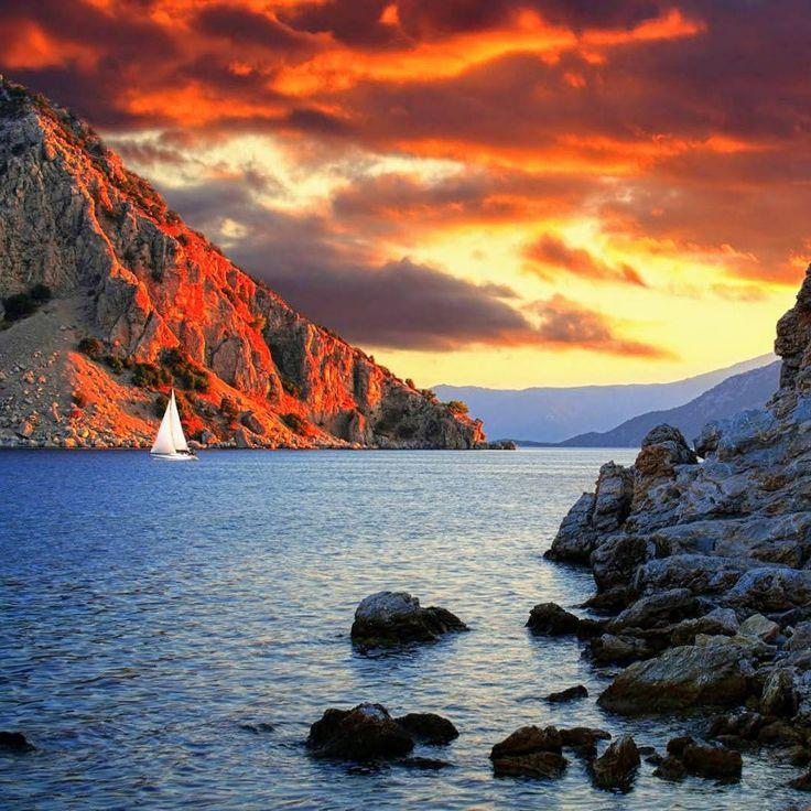 Günbatımına dogru yolculuğa çık; kendini bul! 🌅⛵️ #bozburun #marmaris #mugla #günbatımı #yolculuk #huzur #deniz #tatilzamanı #tatile #gidiyorum #yaz #tatili #yazgeliyor #tatil #heyecanı #mutlusonlar