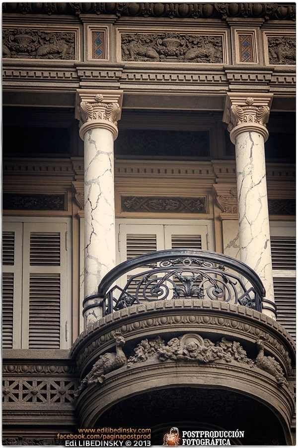 Balcón en Recoleta. Buenos Aires, Argentina.