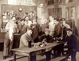 100 yıl önce İstanbul Tarlabaşı'nda bir Rum meyhanesi.