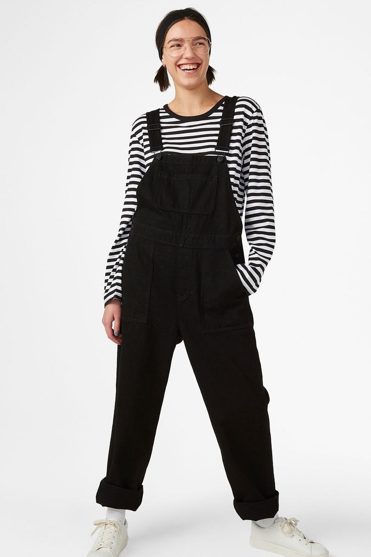 <p>Well hello there! Get comfy in our relaxed fit dungarees with adjustable shoulder straps. Practical front and back pockets for whatever you wanna bring.