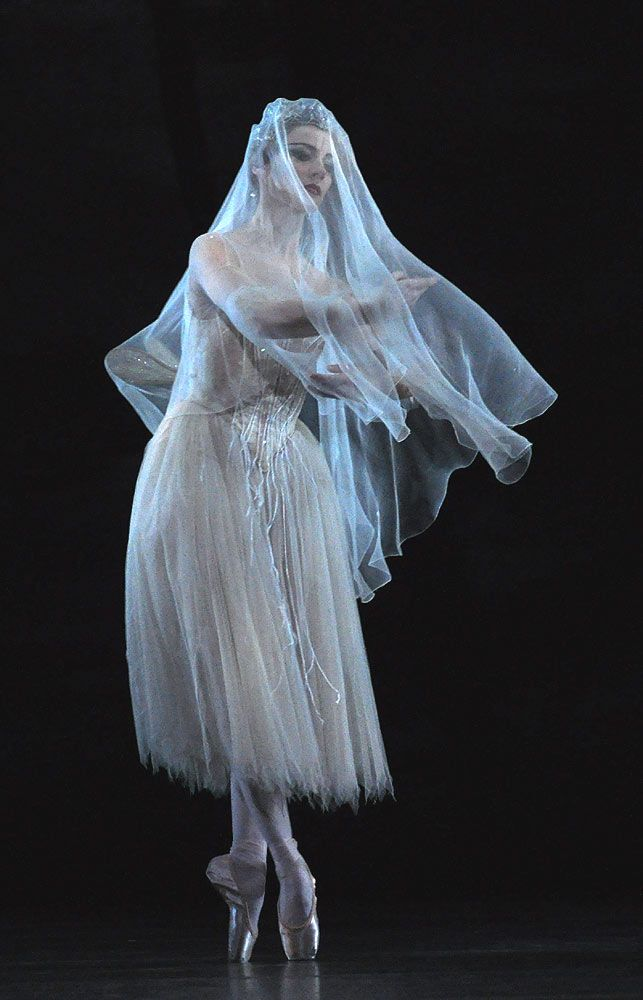 The Ballet: Giselle - Helen Crawford of the Royal Ballet (Royal Opera House) as Myrtha, Queen of the Wilis, photographed by John Ross. ❤❦♪♫