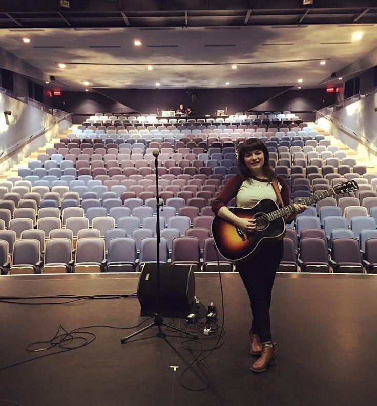 En show ce soir dans une immense salle beaucoup trop belle! C'est au cegep Saint-Laurent que ça se passe! Gratuit @ 19:30!!! ❤️