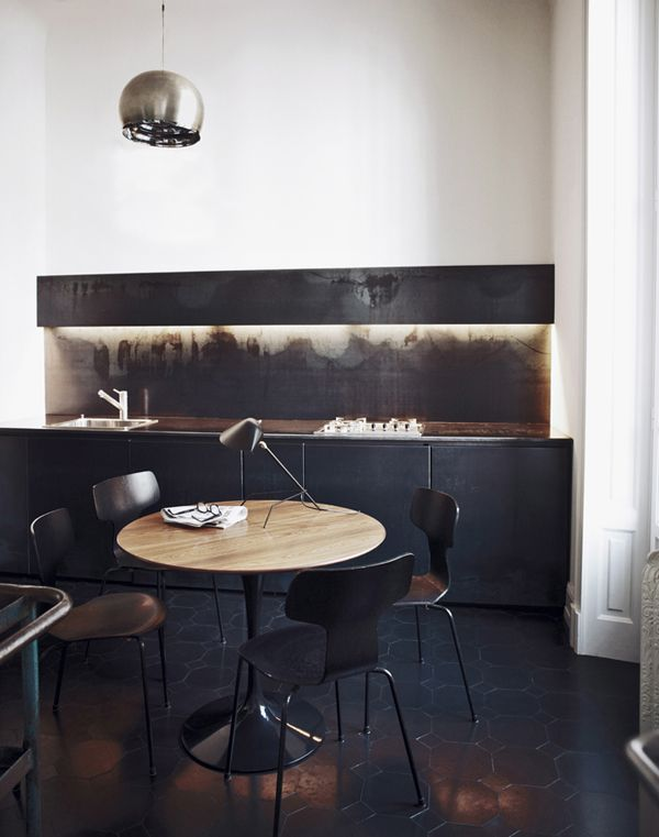 Cozy modern little bar and seating. Love the dark metal drama and hidden lighting ... via TAB