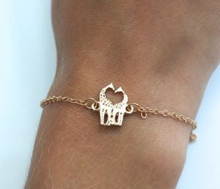 Kissing Giraffe Bracelet from lvndr