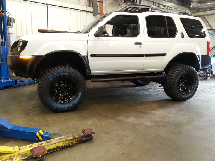 "02 Nissan xterra with 3"" suspension and 2"" body lift just ..."