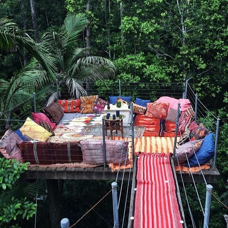 Love this idea for a basic platform tree house. You could get a big tarp to cover the blankets and pillows when the tree house is not in use.