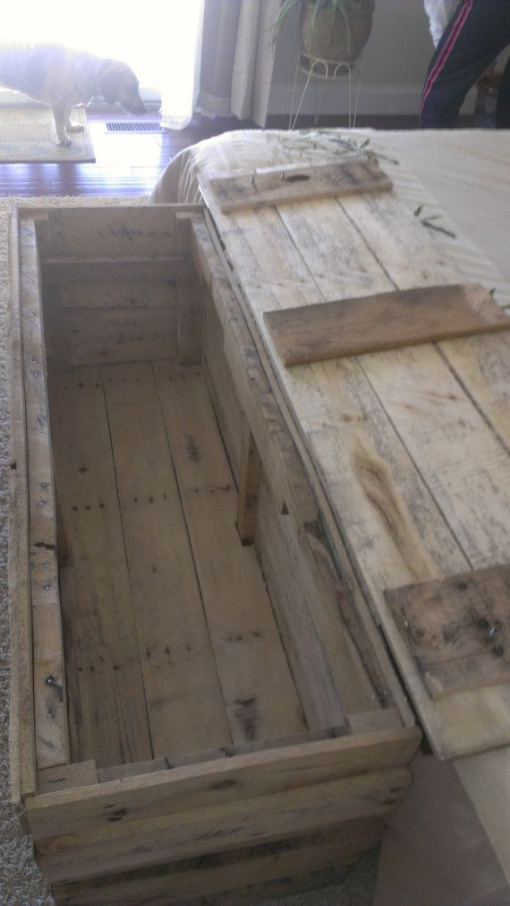 Handmade reclaimed pallet wood trunk/chest by Palletinnovation
