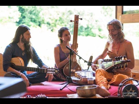 While attending Everness Festival in Hungary we were invited by artist Istvan Sky Kék Égto to visit his Surya Sangíta Asram. There four beau...