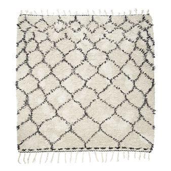 Geef uw interieur een zachte touch met het Zena vloerkleed van het Deense merk House Doctor!  Gemaakt van zacht katoen met een eenvoudig net-patroon, voor een bohemian twist.