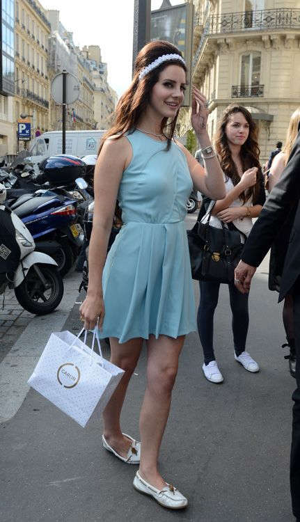 Lana Del Rey. In. Paris. For brow. Weeks in June.   El mejor look de la semana del 2 al 8 de julio: París se lleva el premio