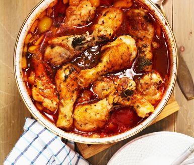 Recept: Tomatbräserade kycklingben med örter