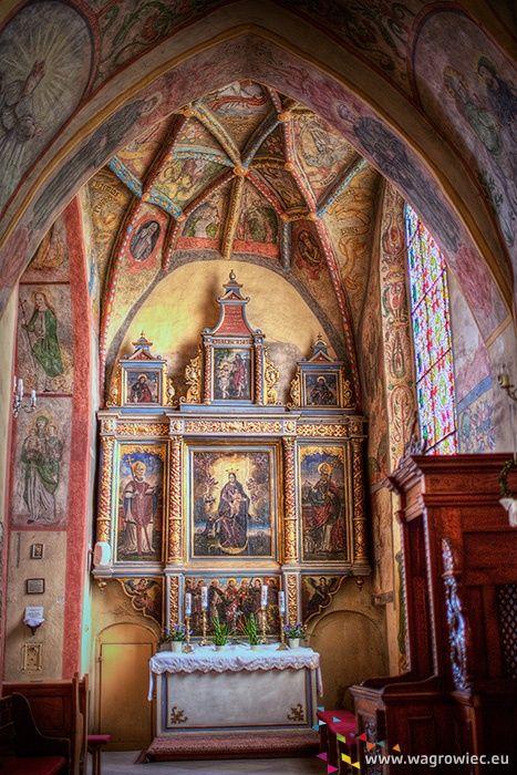 Kolorowa kapliczka w kościele farnym.  #fara #kosciolfarny #wagrowiec #wielkopolska #polska #poland #church #wągrowiec
