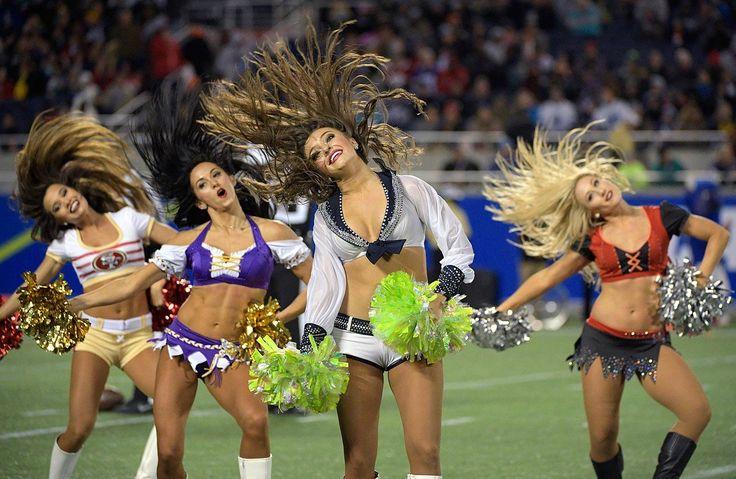 topless-cheerleaders-in-the-nfl-ri-strip-bars