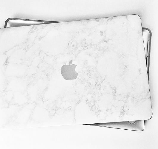 Schöne und praktische Dinge für deine Apple Produkte: Hülle mit Marmor-Design. Hier entdecken und shoppen: http://sturbock.me/33Z