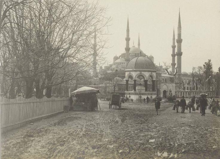 Sultanahmet ve Alman Çeşmesi / 1900'ler | Eski İstanbul Fotoğrafları Arşivi