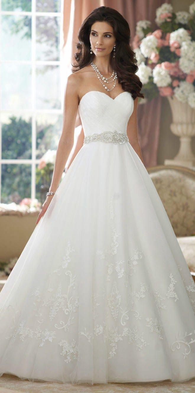 Vestido de novia corte princesa strapples. Inspírate más en http://bodatotal.com/