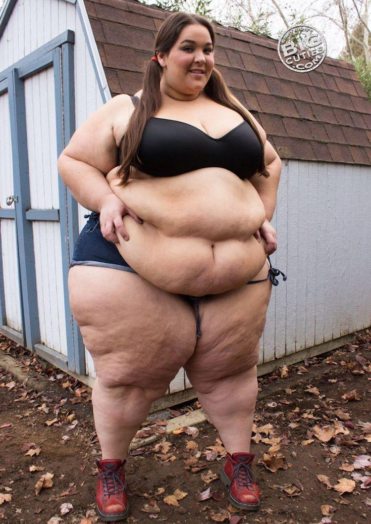 Beauty bbw belly play