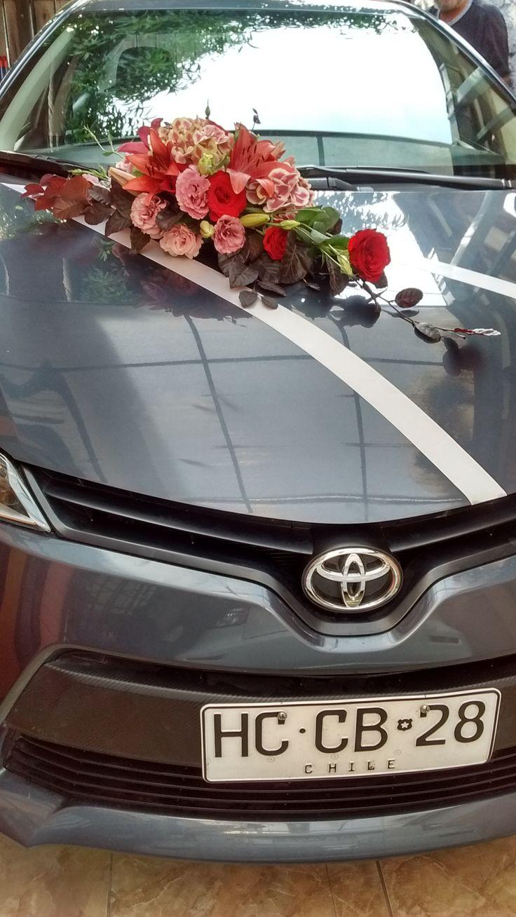 Arreglo de auto en flores naturales