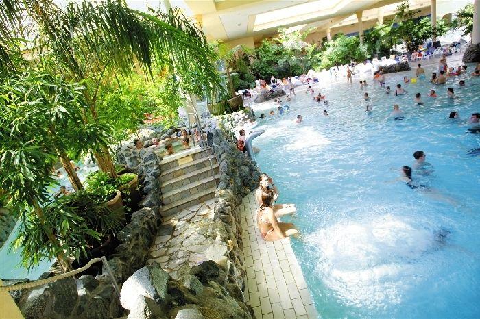 Ga naar het hoogste punt van het park, strek uw armen uit - en geniet van het heerlijke gevoel om uw dagelijkse leven achter u te laten. Een gevoel dat u in #vakantiepark Hochsauerland tijdens uw hele #vakantie zult hebben.  In de Aqua Mundo in Park Hochsauerland kunt u natuurlijk gewoon lekker komen zwemmen. Als u wilt #relaxen, kunt u genieten van een ontspannende massage of komt u tot rust in de #sauna.