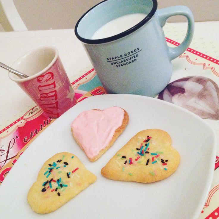 colazione: latte e biscotti. #coffee #cookies #biscuits #biscotti #caffè #colazione #buongiorno #breakfast #merenda #italianfood #food #dolci #cake #goodmorning #ricetta #recipe #misspetitefraise https://www.facebook.com/Misspetitefraise14/photos/pb.601604459979638.-2207520000.1444670132./603055536501197/?type=3&theater