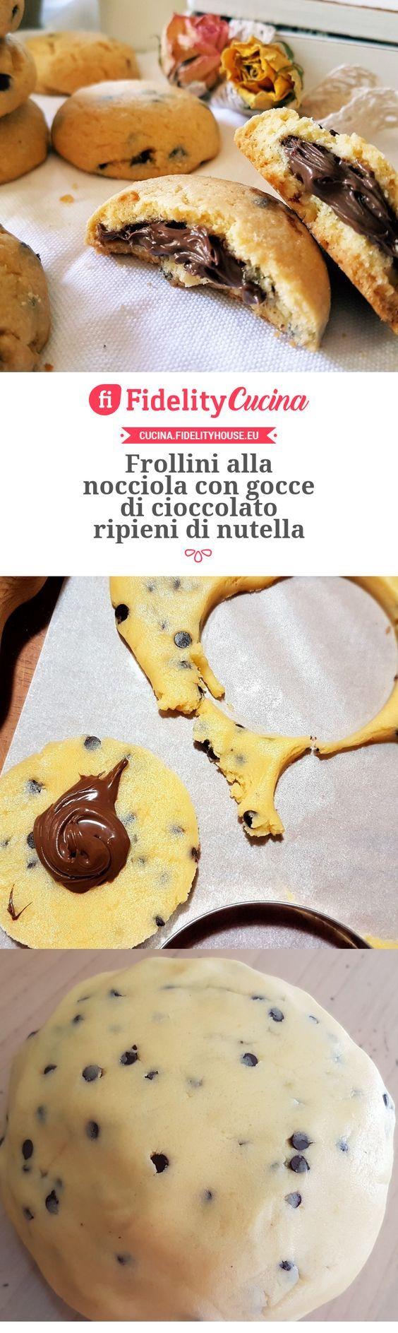 Frollini alla nocciola con gocce di cioccolato ripieni di nutella