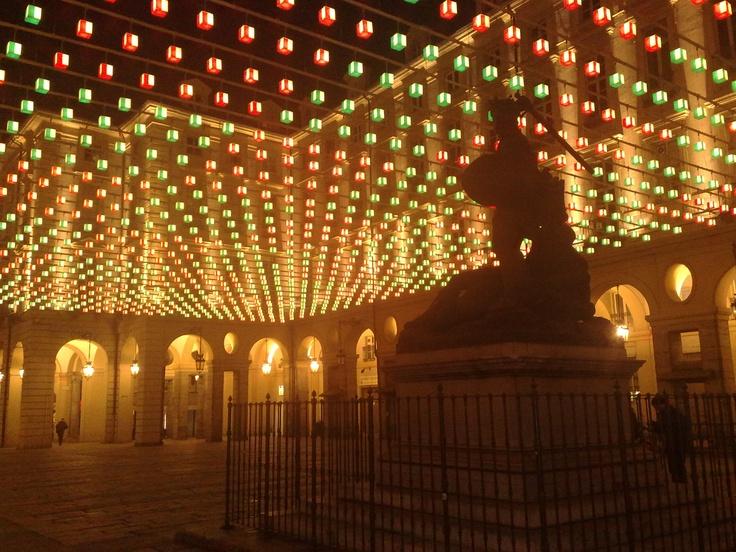 Piazza Palazzo Di Citta Illuminata Dalle Luci D Artista Torino Torino Citta Palazzi