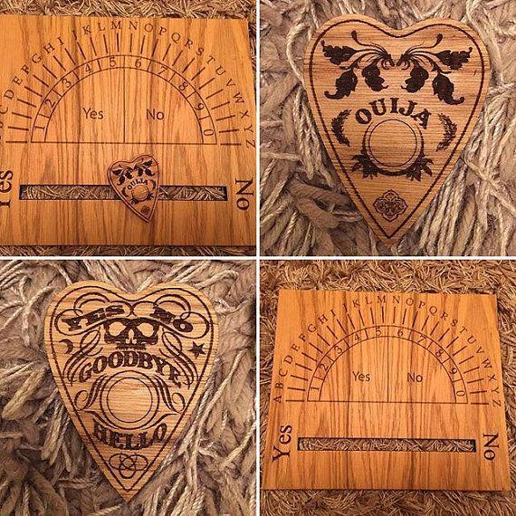 Dies ist ein fantastisches Weissagung Board mit Ja Nein Planchette. Aus Eiche Furnier gefertigt und geölt.