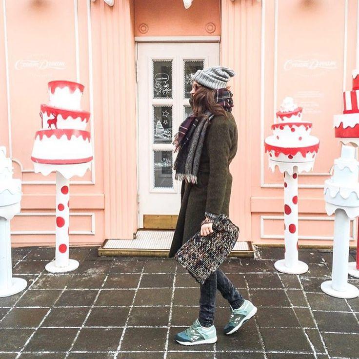 Три свитера, шерстяные колготки, теплая шапка и любимые @reebok_russia #Ventilator - на улице до такой степени холодно, что приходится одеваться капустой ❄️❄️   So coooold    #лучшийгородзимы
