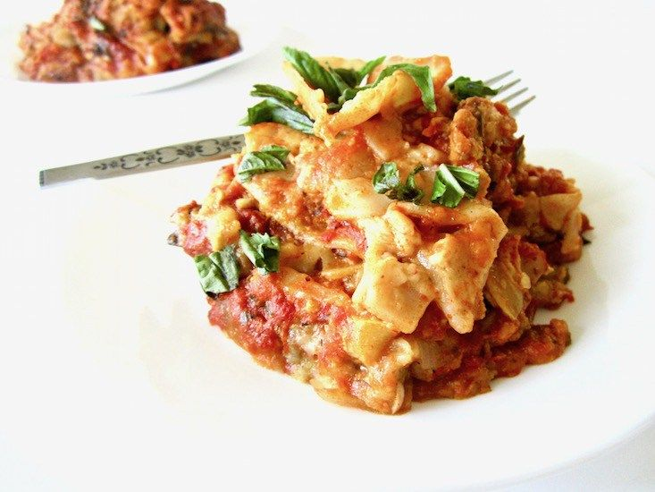 Vegan & Gluten Free Slow Cooker Lasagna Recipe - a crowd pleasing, easy recipe for your next family get together! {Soy free}   veganchickpea.com