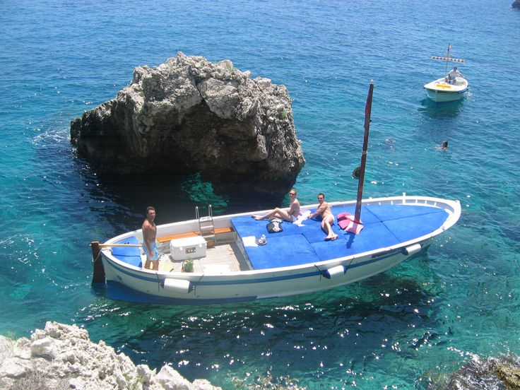 Gozzo Aprea surfing the inlet next to Villa Malaparte