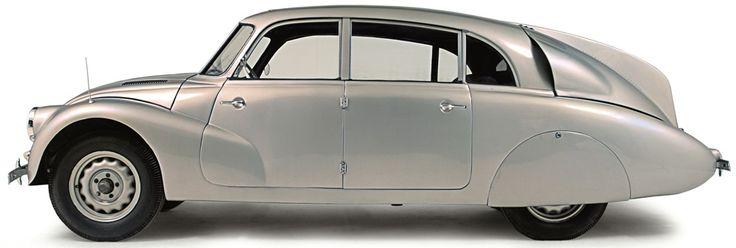 De avant-gardistische stroomlijnvorm van de Tatra 87 doet ietwat aan een insect denken, zeker door de grote vin achterop.