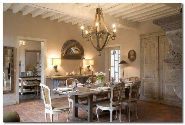 Interni casale in stile provenzale Chandelier