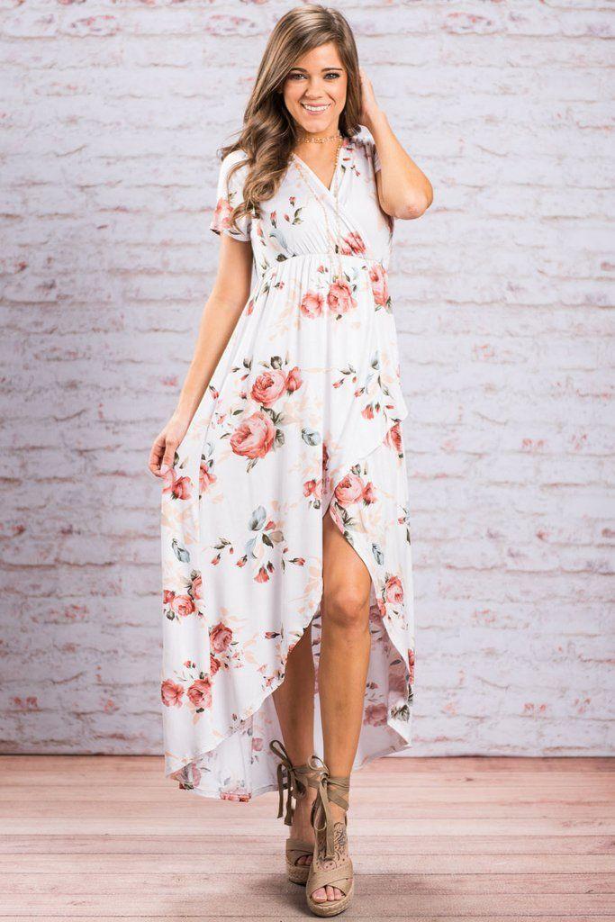 Model robe blanche