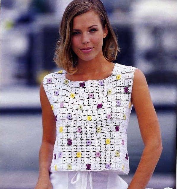 Blusa branca básica de crochê bordada com ponto ilhós