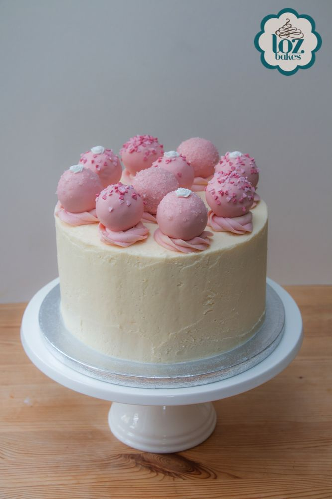 A pretty pink cake from last weekend. My client asked for 10 cake pops as decoration. I think the outcome makes for a dramatic looking cake. An extra cakey treat for each guest!
