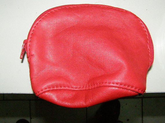 leather coin purse with zipper by handmadesthings on Etsy, €11.00