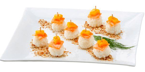 Sushi de salmón y mango